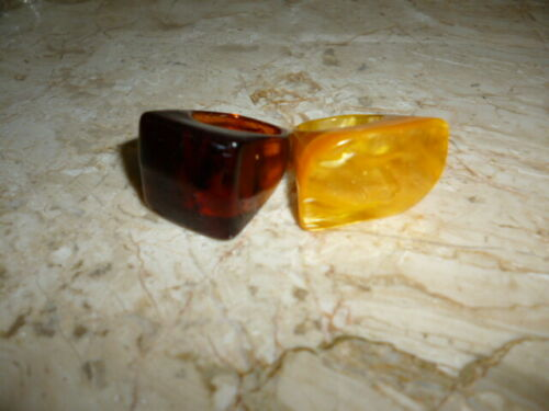 TWO VINTAGE LUCITE RINGS SIZE 5/6
