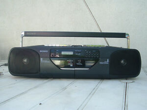 Portable Sony boombox stereo radio cassette