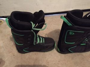 Youth Burton Boots Size.5  Great Condition Stratford Kitchener Area image 3
