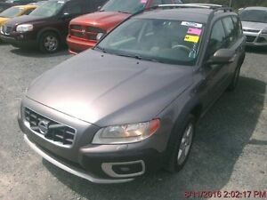 2010 Volvo XC 70 Wagon, with sunroof and leather- no accidents