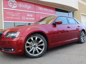 2014 Chrysler 300 S / Back Up Camera / Panoramic Sunroof