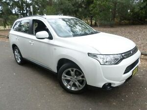 2013 Mitsubishi Outlander ZJ MY14 LS (4x2) White Continuous Variable Wagon Belconnen Belconnen Area Preview