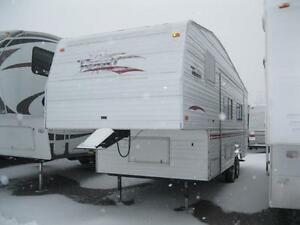 Terry 25' Fifth Wheel with Rear Bath and 1 Slide!