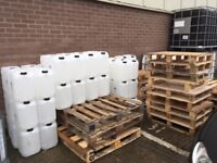 Free Jerrycans / Pallets