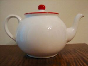 VINTAGE ARTHUR WOOD ENGLAND RED DOT TEAPOT, RARE Kitchener / Waterloo Kitchener Area image 1