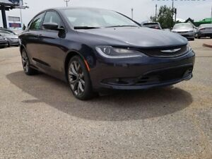 2016 Chrysler 200 S / Rear Back Up Camera / Heated Front Seats &