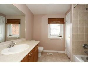 NEWER TOWNHOUSE IN  EAST GALT 3 bed 2.5 bath FERNCLIFFE ST Cambridge Kitchener Area image 3