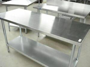 Table de Travail en Acier Inoxydable / Stainless Steel Worktables