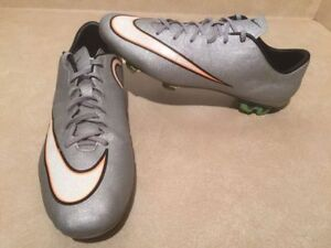 Men's Nike Mercurial CR7 Outdoor Soccer Cleats Size 9.5 London Ontario image 2