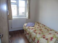 CHEAP CHEAP CHEAP DINGLE ROOM IN ALDGATE EAST!!!