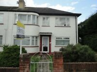 2 bedroom flat in Hexham Gardens, Isleworth, TW7