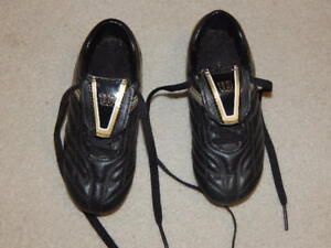 Boys Wilson soccer shoes, size 11, excellent condition