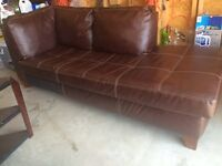 In leather 2-piece sectional  in excellent conditions