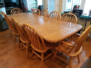 Solid Oak Harvest Dinning Table And 10 Chairs