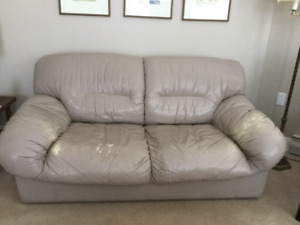 Leather Love Seat- high end quality. Perfect for an Airbnb