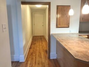 Newly renovated bright 1 bedroom apartment UPTOWN- Available.