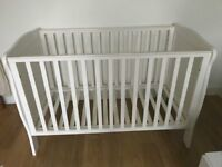 White cot bed Mamas and Papas - very good condition!