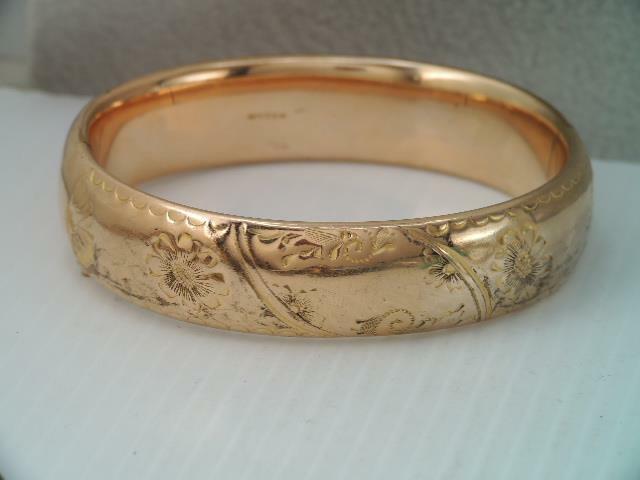 ANTIQUE ART NOUVEAU WIDE GOLD FILLED HINGED BANGLE BRACELET ORNATE ENGRAVED