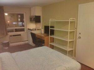 BACHELOR UNIT DOWNTOWN $555-685