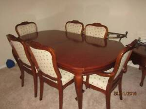 Dining suite extendable table