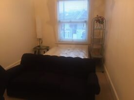 Bright & Spacious 1 Bed Flat..7 Min to Plaistow St