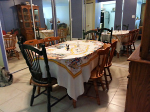 Dining room table with 6 wooden chairs