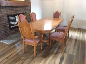 """Solid Oak Extending Dining Table, 53"""" to 77"""" with 6 chairs"""