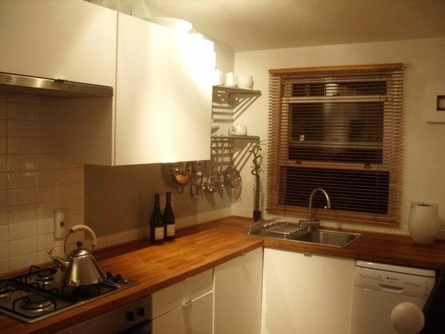 Small one bedroom flat on the top floor and in excellent condition available end November