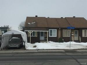 Very good house for rent in the heart of Laval close everything