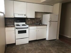 2BDRM house BONNIE DOON;laundry; huge rooms;$899 avail imm