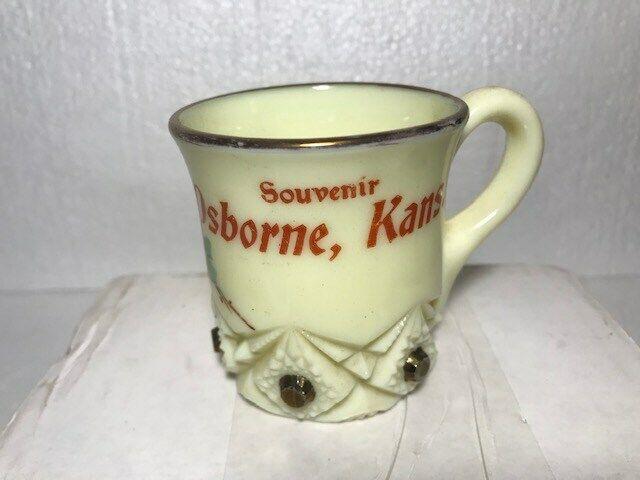 VINTAGE CUSTARD GLASS SOUVENIR MUG/CUP OSBORNE, KANSAS FANCY DESIGN VERY NICE!