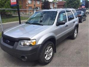 2005 Ford Escape XLT 4x4 v6 toit ouvrant
