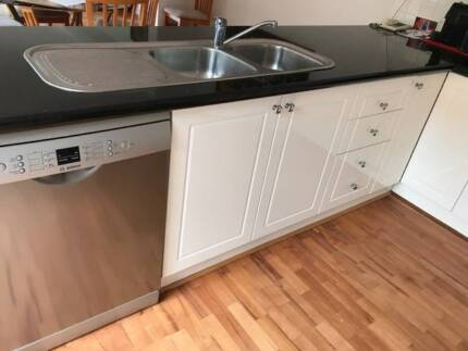Full Kitchen -Excellent Granite bench, 2pac white gloss cupboard