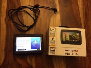 TOMTOM Via 1415M *barely used it twice - works like new* West Island Greater Montréal image 1