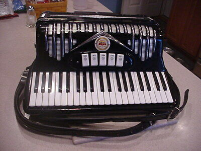 VINTAGE LINDO ACCORDION  with hard CASE MADE IN ITALY - SOUNDS GREAT!