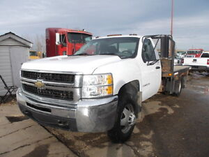 2008 CHEV 3500HD 4X4 WITH FLATBED AND HOIST
