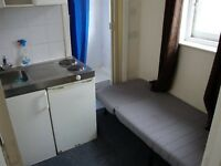 GREAT VALUE SUPER COMPACT STUDIO FLAT JUST 3 MINS WALK TO ZONE 2 STATION & 24 HR BUSES TO C. LONDON