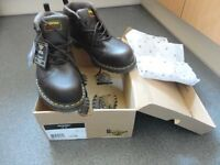 Dr Marten - Lady brown color boots/ shoes Size 9