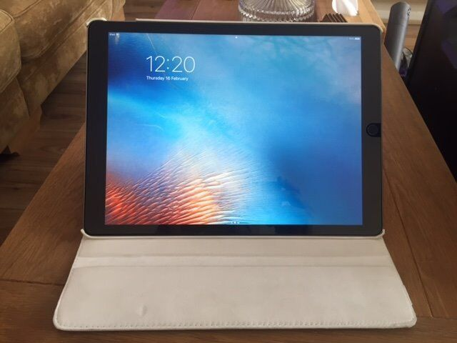 "Apple Ipad Pro 12.9"" with Wi Fi 128GB Space Greyin Southwark, LondonGumtree - Purchased 6 months ago (Brand new& unlocked) & still under guarantee until (Sept 2017) Excellent condition, hardly used, still got the original box with original cable & plug, hard front screen protector on it & White cover case"