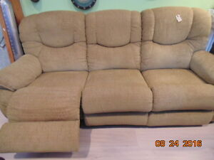 Double Reclining Lazyboy Couch(Trail)