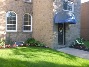 Large, bright 2 bdrm with riverview in downtown Brockville