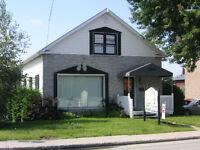 Espaces bureaux à louer, 582 rue conseil Sherbrooke. Un bureau.