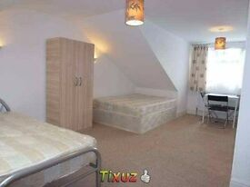 Huge twin or triple room to let in B6, Aston. Excellent transport to city, 10 minutes to university.