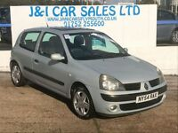 RENAULT CLIO 1.4 DYNAMIQUE 16V 3d 98 BHP www.jandicarsplymouth. (silver) 2005