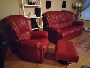 Divan 3 places et fauteuil avec appuie pieds (pouf). Mobilier de