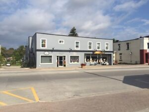 Stayner, Large 1 bedroom, with laminate flooring