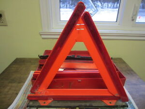 Reflective safety triangles