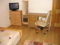 Delightful Super Large Kingsize with TVLCD MODERN in room for Females only House in Stratford E15