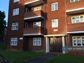 2 bedroom flat in Audley Court, London, E18 (2 bed) (#1089573)