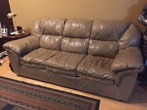 Free Couch Cambridge Kitchener Area image 1